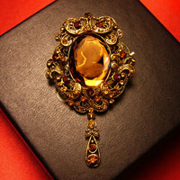 Lady' S Vintage Antique Victorian Gold Carved Shell Cameo Brooch Pin Crystal