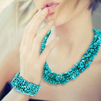 Necklaces - green gemstone chip stone loose beads strand necklace bracelet set Image.