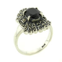 Rings - size 7  oval cut onyx right hand ring Image.