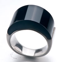 Rings - size8  black smooth round agate ring Image.